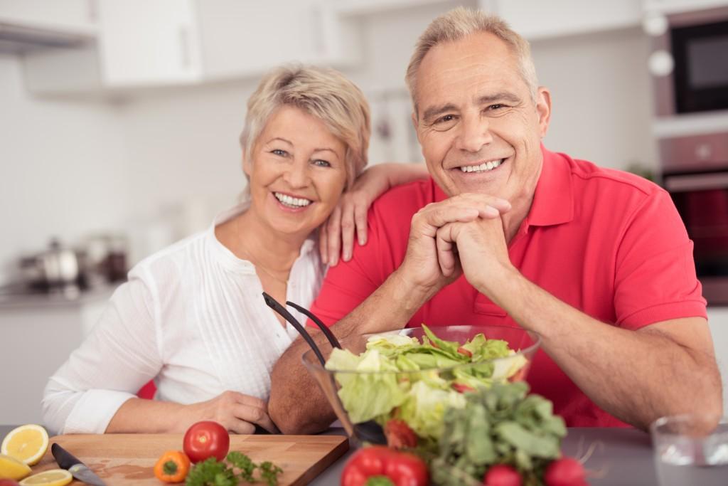 lteres paar ernhrt sich gesund